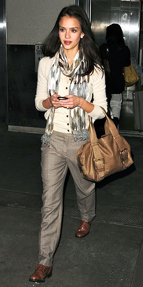 JESSICA ALBA'S PURSE photo | Jessica Alba