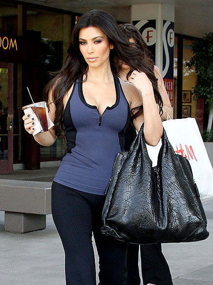 KIM KARDASHIAN'S PURSE photo | Kim Kardashian