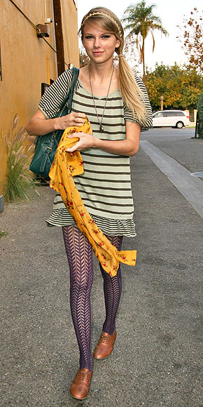 TAYLOR SWIFT'S TIGHTS photo | Taylor Swift