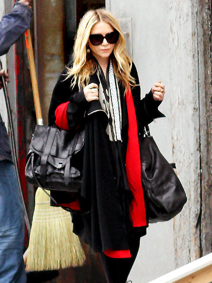 MARY-KATE OLSEN'S PURSE photo | Mary-Kate Olsen