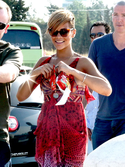 RIHANNA'S SUNGLASSES  photo | Rihanna