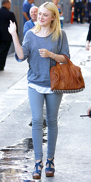 DAKOTA FANNING&#39;S JEANS photo | Dakota Fanning