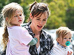 Jennifer Garner Juggles her Girls | Jennifer Garner