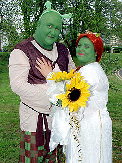 Couple Goes Green – as Shrek Characters – for Themed Wedding