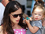 Jennifer Garner Strolls with Her Girls in N.Y.C. | Jennifer Garner