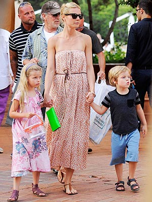 Spotted Gwyneth Paltrow And Kids In Sardinia