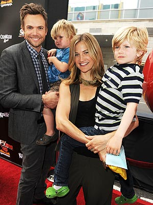 Family Photo: The McHale's Premiere Pick Me Ups – Moms ...