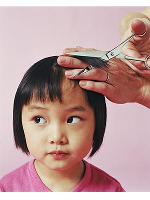 Babys first haircut 6 tips to making it fun and easy moms gabrielle reveregetty solutioingenieria Gallery