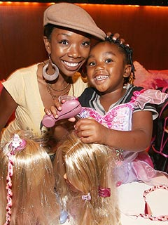 Brandy's Baby Daddy http://celebritybabies.people.com/2011/11/06/singer-brandy-talks-daughter-and-show-major-and-minors/