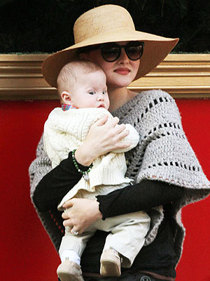 Spotted Devon Aoki And Hunter Snuggle Up Moms Amp Babies