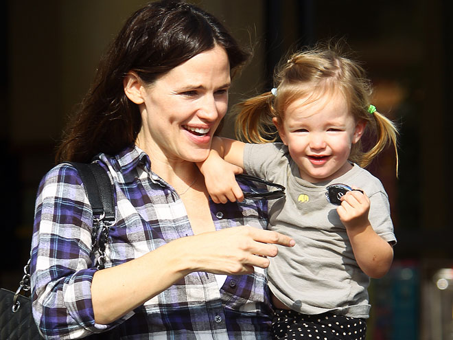 DOUBLE DIMPLES photo | Jennifer Garner, Violet Affleck