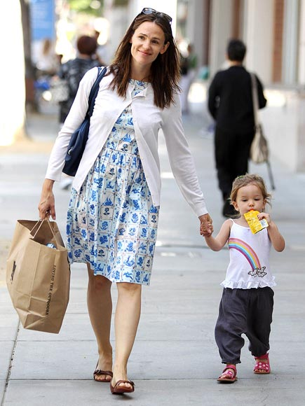 SIP & WALK  photo | Jennifer Garner