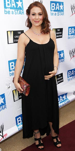 BUMP CHECK photo | Alyssa Milano