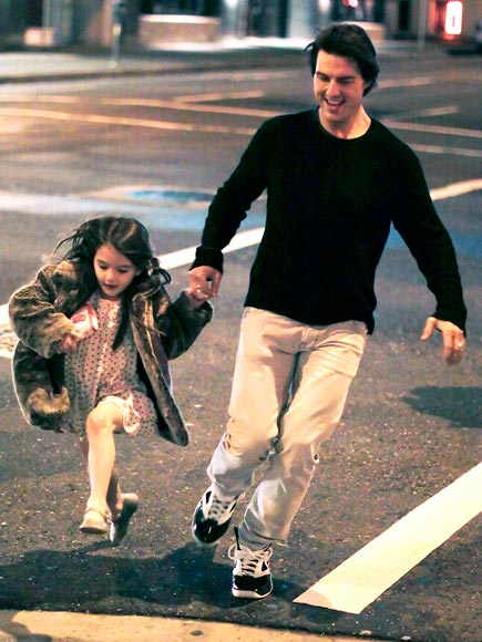 JUMP AROUND photo | Suri Cruise, Tom Cruise