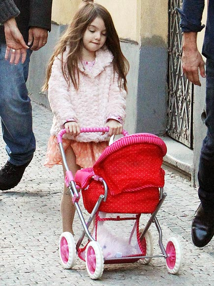 MOMMY MODE photo | Suri Cruise