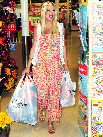 SHOP GIRL photo | Tori Spelling