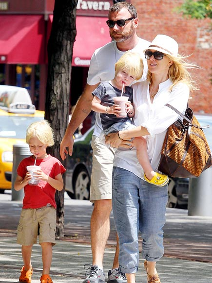 FAMILY BONDING  photo | Liev Schreiber, Naomi Watts