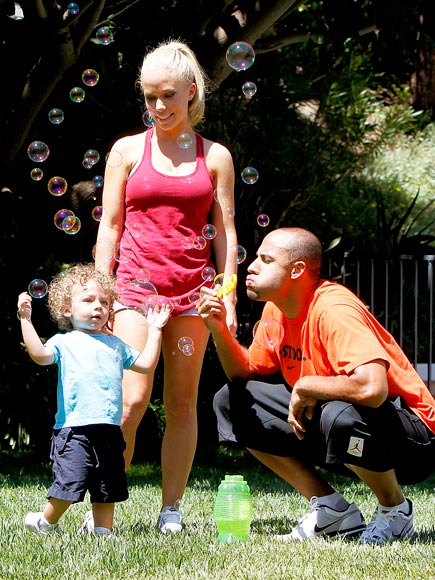 BUBBLICIOUS photo | Hank Baskett, Kendra Wilkinson