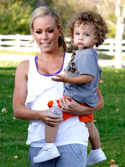 HIP CHECK photo | Kendra Wilkinson
