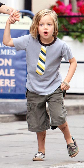 SHILOH JOLIE-PITT'S T-SHIRT & SHOES  photo | Angelina Jolie