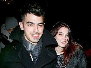 Joe Jonas & Ashley Green Snuggle over Dinner | Ashley Greene, Joe Jonas