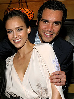 Jessica Alba Pregnant, Thanks Her Fans for Support