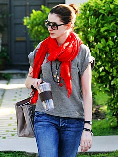 Anne Hathaway Goes Shopping for Crystals in L.A.