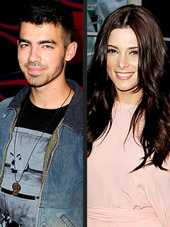 Caught in the Act! | Ashley Greene, Joe Jonas