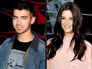 Joe Jonas & Ex Ashley Greene Have a Near Run-In at L.A. Club | Ashley Greene,