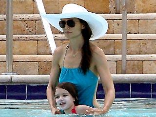 Katie Holmes & Suri's Miami Pool Party | Katie Holmes, Suri Cruise