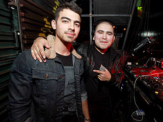 Joe Jonas Throws a Dance Party in Chicago | Joe Jonas