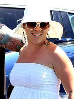 Pink Shows Off Her New Baby at an L.A. Restaurant | Pink