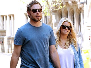 Jessica Simpson Hangs Out with Fiancé Eric Johnson's Family | Eric Johnson, Jessica Simpson