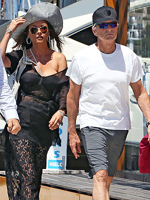 catherine zeta jones 300 Catherine Zeta Jones & Michael Douglass Double Date   with a Rock Star!   in France