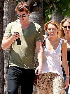 Couples Watch: Miley Cyrus Dines Al Fresco with Liam and Chris Hemsworth | Liam Hemsworth, Miley Cyrus