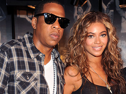 Beyonc&#233; & Jay-Z Leave Hospital with Daughter