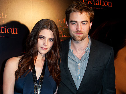 Robert Pattinson & Ashley Greene Share Dinner with Pals in Paris | Ashley Greene, Robert Pattinson