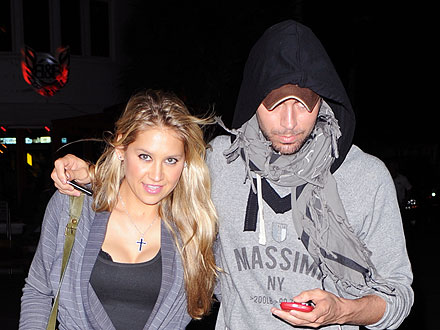 Enrique Iglesias and Anna Kournikova Take a Burger Break in Miami