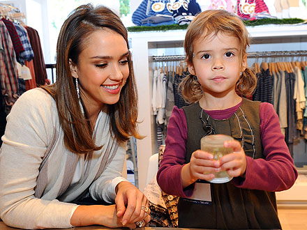 Jessica Alba and Honor Make a Snow Globe for Haven | Jessica Alba