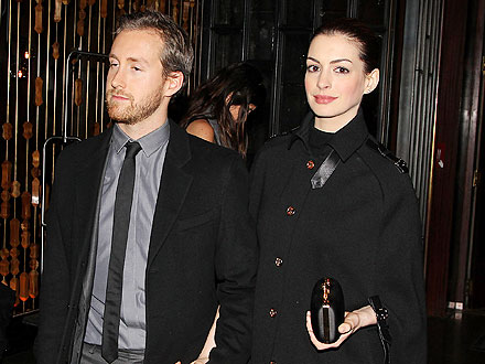 Anne Hathaway & Adam Shulman Get Cozy at Movie Premiere in N.Y.C.