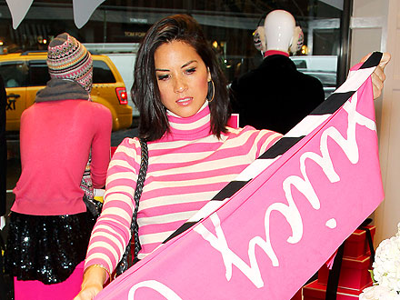 Olivia Munn Starts Her Holiday Shopping Early | Olivia Munn