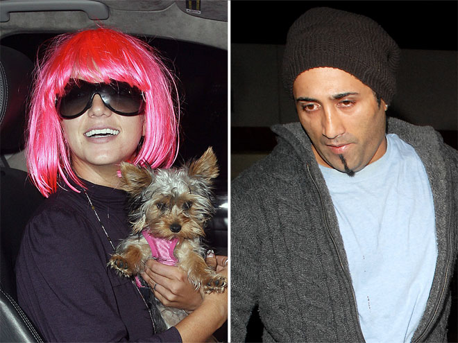 WIGGING OUT  photo   Britney Spears