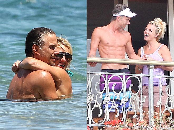 HAWAII 5–WHOA photo | Britney Spears