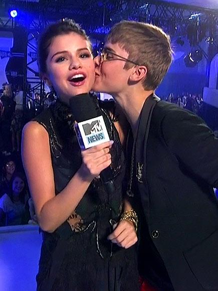 POUTY POUNCE   photo | Justin Bieber, Selena Gomez