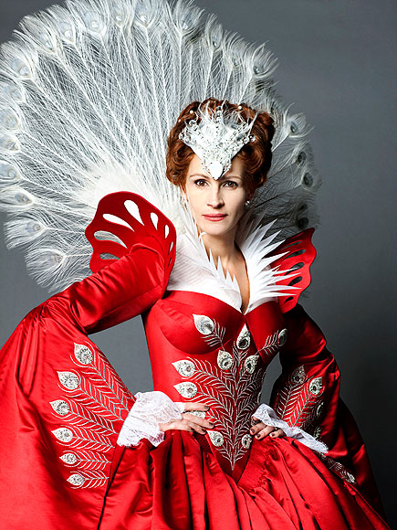 JULIA ROBERTS AS THE EVIL QUEEN photo | Julia Roberts