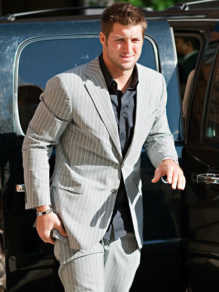 SUITS HIM FINE photo | Tim Tebow