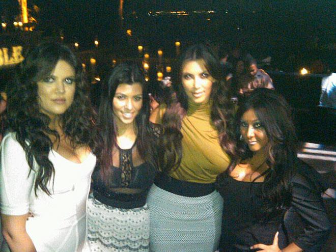 THE KARDASHIANS  photo | Khloe Kardashian, Kim Kardashian, Kourtney Kardashian, Nicole Polizzi