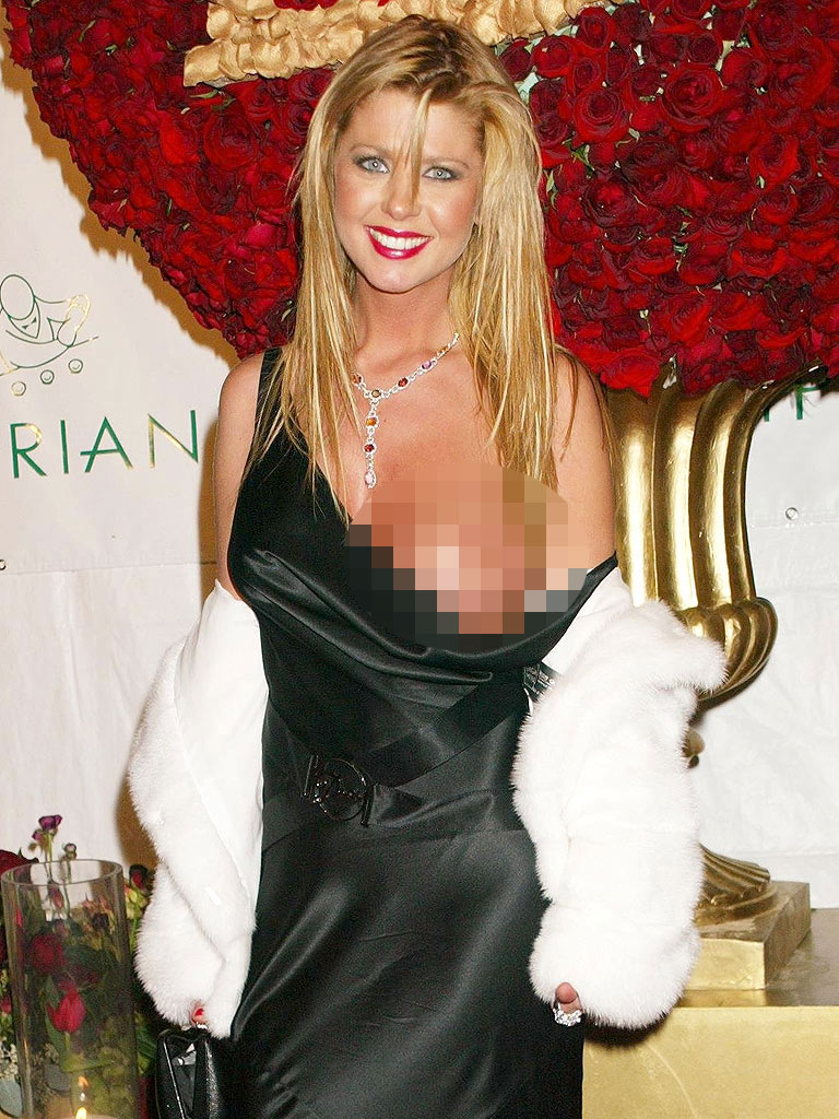 tara reid falls out of dress
