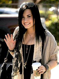 Demi Lovato  Hospital on Demi Lovato Checked Herself Into A Hospital