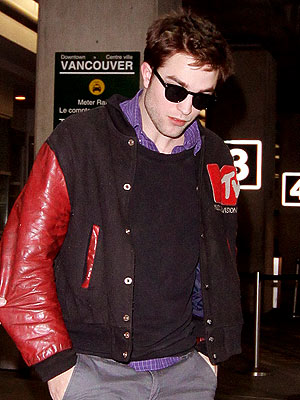 Twilight Cast Arrives in Vancouver to Shoot Breaking Dawn